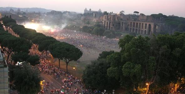 Italiani verso il Circo Massimo per la festa del 2006